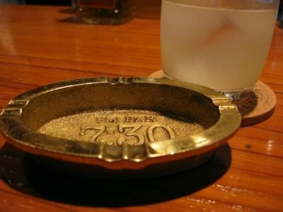 店名が刻印された灰皿がいいね。@7:30(セブンサーティ)(高岡市)